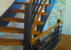 Holztreppen: schwungvoll nach oben kommen